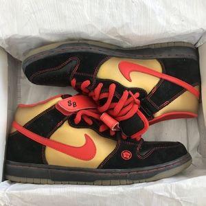 huge selection of 08112 e6e0d Nike Shoes - Nike Dunk Money Cat Mid Pro SB